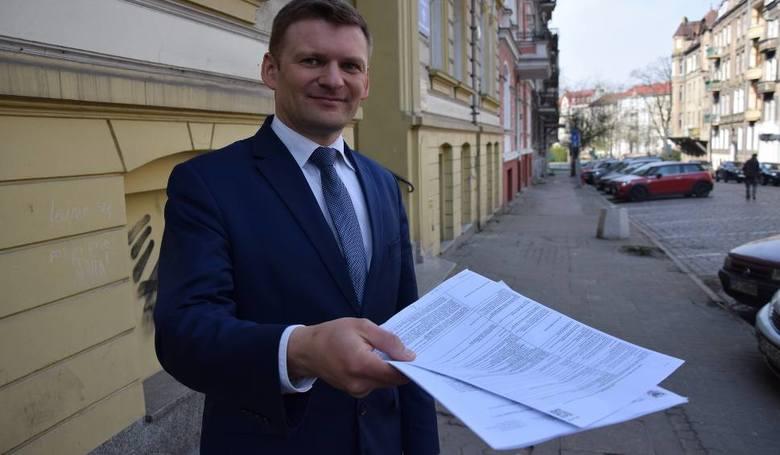 - Trzzeba sprawdzić, jakie firma  skutecznie złożyła wnioski - radzi Tomasz Gierczak, miejski rzecznik konsumentów i spraw mieszkańców w Gorzowie Wl
