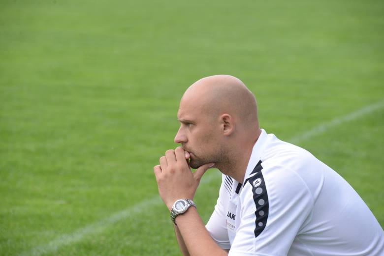 Trener Michniewicz na pewno ma o czym myśleć. Liga rusza już za dwa tygodnie.