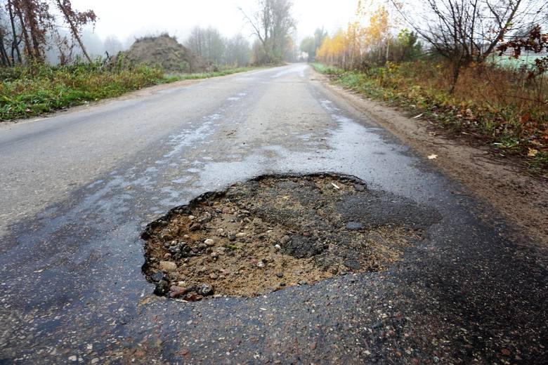Gmina Karniewo. Są pieniądze na drogę prowadzącą do Gościejewa (gmina Karniewo). Kiedy remont?