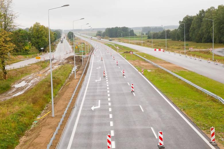 W najbliższym czasie kierowcy będą już jeździć nową jezdnią na odcinku od Jeżewa do Mężenina. Na ruch po dwóch jezdniach trzeba poczekać do 15 grudnia.