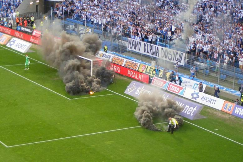 Lech - Legia - pod koniec meczu musiała interweniować policja.