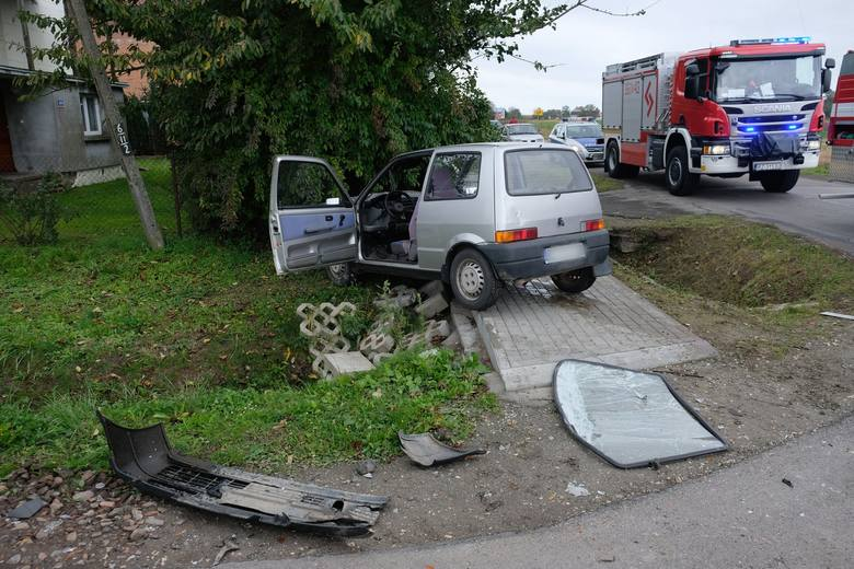 Jedna osoba została ranna w zderzeniu dostawczego mercedesa z fiatem cinquecento. Do zdarzenia doszło w czwartek przed godz. 9 w Zadąbrowiu koło Przemyśla.-