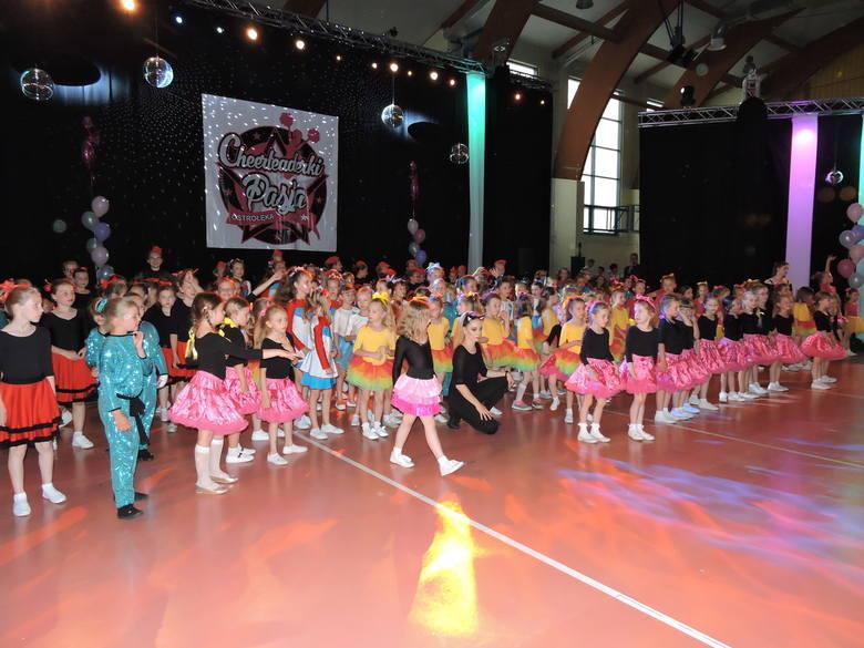 Piąte urodziny zespołu Cheerleaderki Pasja - 180 tancerek na parkiecie! [ZDJĘCIA, WIDEO]