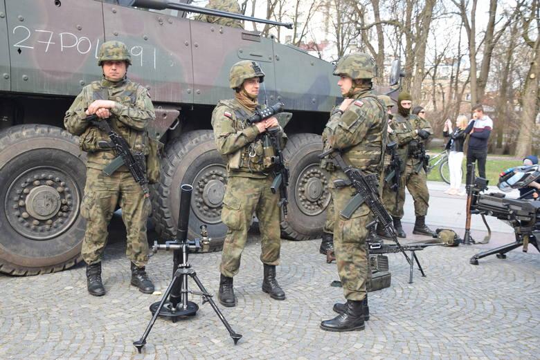 12. Brygada Zmechanizowana ze Szczecina w dniach 26-31 marca odwiedza województwo podlaskie. W niedzielę kolumnę pancernych pojazdów mogli obejrzeć także