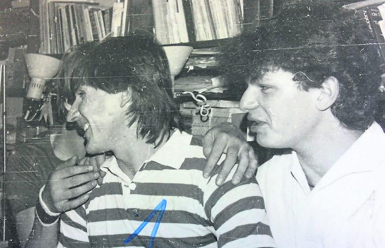 Zdzisława Malinowskiego (w koszulce w paski) odwiedzały w domu setki znajomych