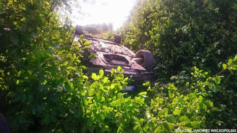 W czwartek (15.08.2019) w Reczu (gmina Rogowo, powiat żniński) doszło do wypadku. Samochód wypadł z drogi. Więcej informacji w dalszej części galerii