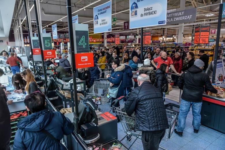 13.02.2020 gdanskhipermarket kauland w gdansku otwarty. tlumy kupujacych na zakupach w nowootwartm sklepiefot. przemek swiderski / polska press / dziennik