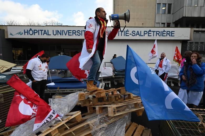 Francja: Związki odrzucają reformę systemu emerytalnego. Strajki zepsują święta. (Wideo)
