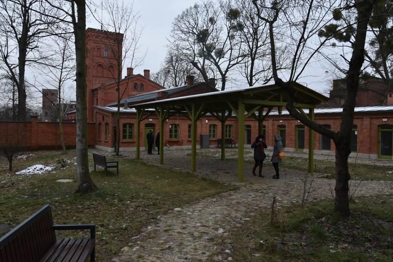 Winoteka Klub Księży Młyn będzie funkcjonował w budynkach, które kiedyś służyły mieszkańcom osiedla za komórki.