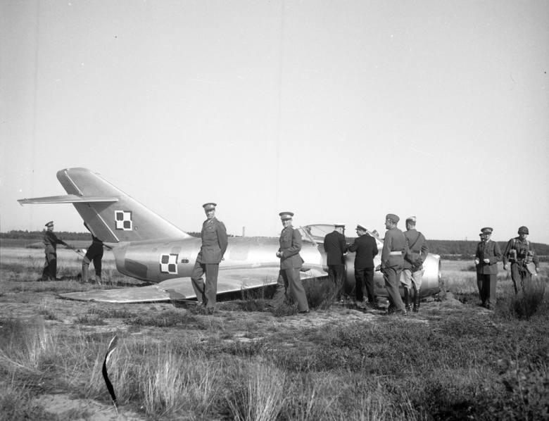 Po kilkunastu minutach lotu w zasięgu jego wzroku pojawiła się duńska wyspa, a po chwili pas startowy. Zygmunt Gościniak wspominał: - Zaszedłem na krąg,