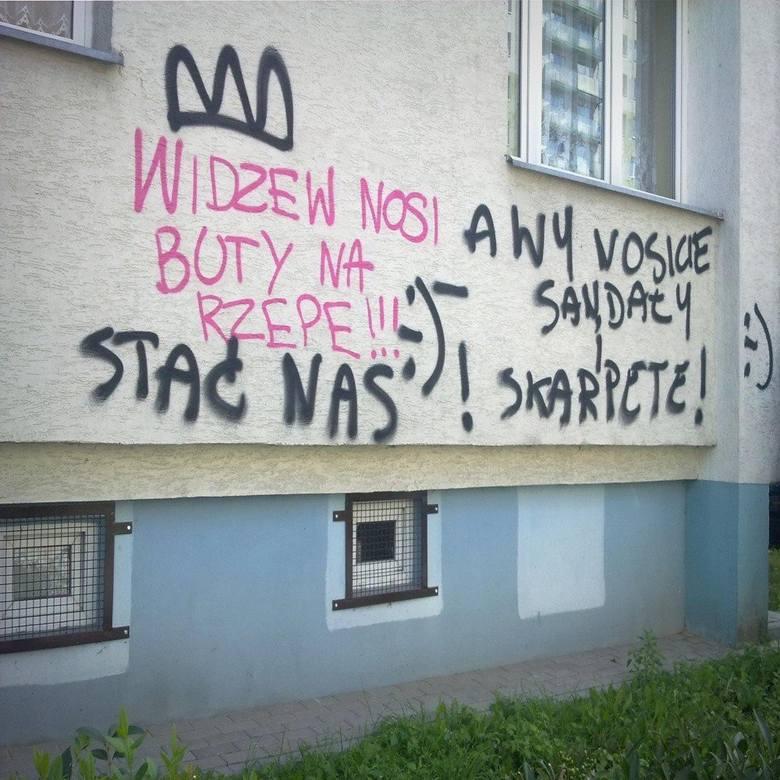 Przed Derbami Łodzi przypominamy klasyk sprzed lat. Kibice ŁKS i Widzewa odrzucili brzydkie napisy na budynkach w swoich dzielnicach i postanowili zażartować