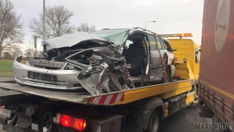 Wypadek na obwodnicy Otmuchowa. Ciężarówka zderzyła się z osobową toyotą