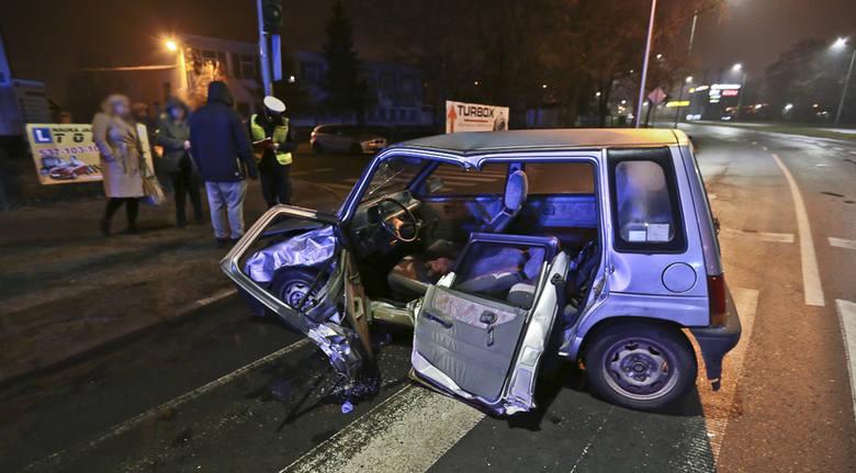 Do wypadku doszło w piątek (23 grudnia) w nocy, na skrzyżowaniu al. Zjednoczenia z ul. Działkową w Zielonej Górze. - Jechałem al. Zjednoczenia. Tico