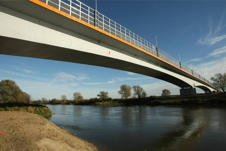Niedaleko Wrocławia powstaną dwa nowe mosty - na Odrze i rzece Oławie. Przetarg na projekt inwestycji ogłosiła właśnie Dolnośląska Służba Dróg i Kolei.