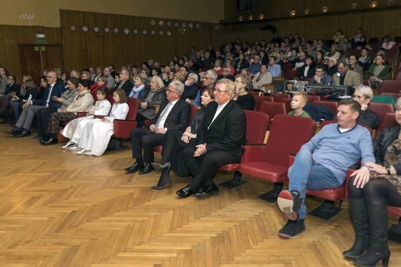 Klaudia Kulawik z koncertem w Kluczach. Artystka zaprezentowała się publiczności w swoich rodzinnych stronach z programem kolęd [ZDJĘCIA]