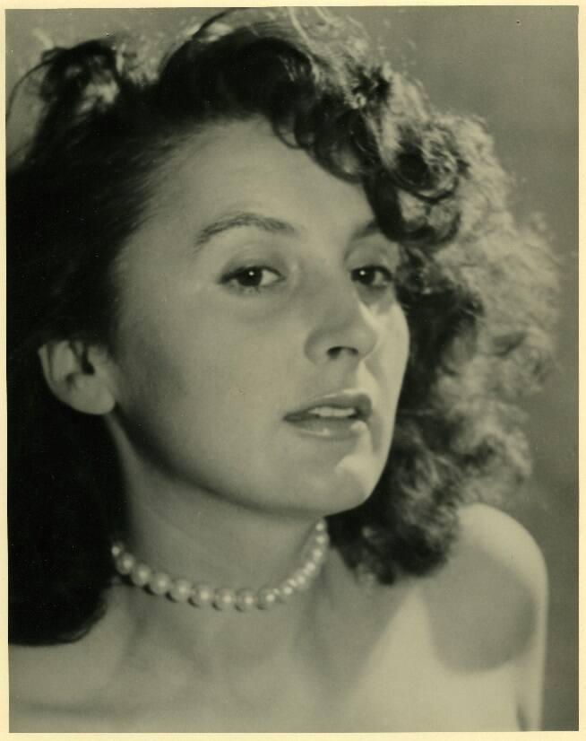 Lucyna Legut podczas studiów w ASP w Krakowie, druga połowa lat 40.