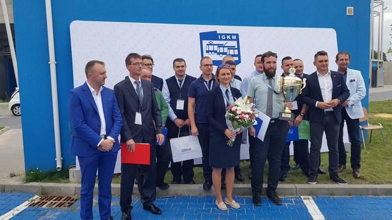 """Paulina Dejneko sama i z koleżankami """"kierowniczkami"""""""