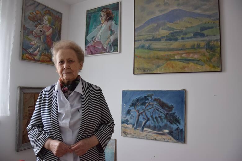 Córka malarza pani Danuta jest kustoszem dzieł Bronisława Gniazdowskiego. W swoim domu ma ponad sto obrazów i grafik ojca, wiszą one tam dosłownie wszędzie.