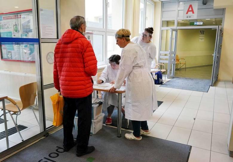 """Wielkopolskie Centrum Onkologii - Pielęgniarki w czasach pandemii: """"Nie mamy czasu na kawę. Jest nas mniej, a pracy jeszcze więcej"""""""
