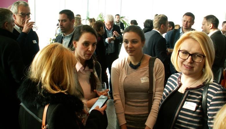 Nie mamy powodów do kompleksów - mówi Anna Daszuta-Zalewska (pierwsza z prawej), dyrektor Białostockiego Parku Naukowo-Technologicznego, porównując rozwiązania