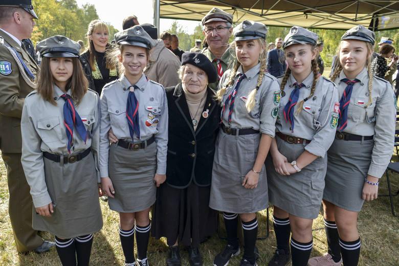 Wanda Traczyk-Stawska chętnie przyjeżdża do CMJW w Łambinowicach i lubi spotykać się z harcerzami. W powstaniu miała mniej więcej tyle lat, co te harcerki.