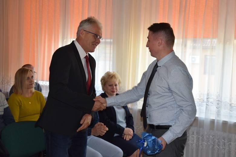 Krzysztof Niejedli podczas wykonywania obowiązków służbowych uratował życie koledze Rafałowi Smykowi. Za postawę panu Krzysztofowi, w obecności załogi