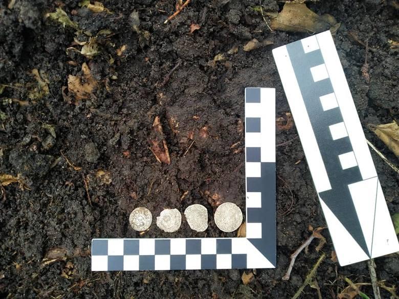 W starachowickich lasach znaleziono prawdziwy skarb. Ma około 400 lat (ZDJĘCIA)