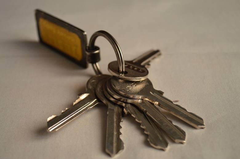 Gubimy klucze, zdarza się nam zapodziać telefon...W szczecińskiej komunikacji miejskiej można znaleźć nie tylko zagubione telefony komórkowe, czapki,