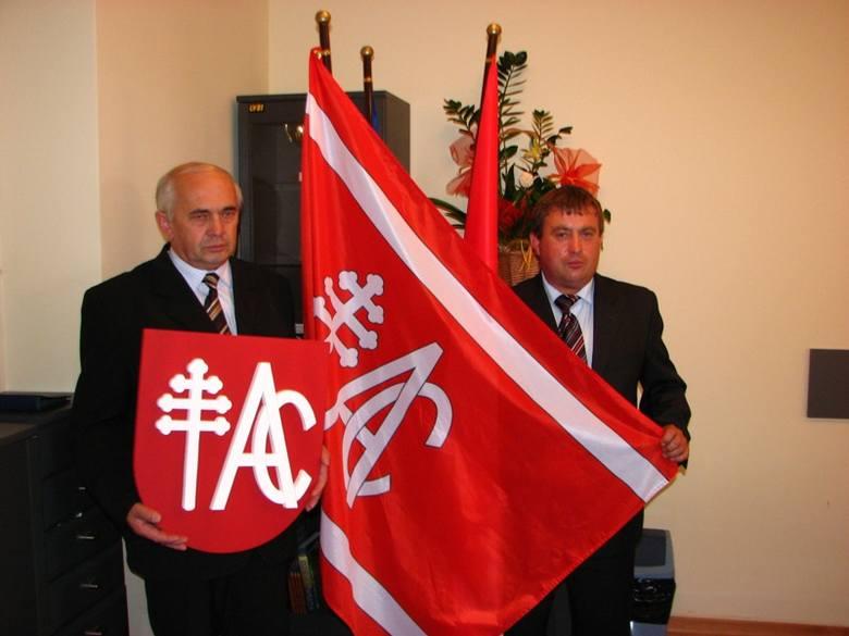 Radni gminy Andrzejewo zatwierdzili wzór flagi i herbu swojej gminy.