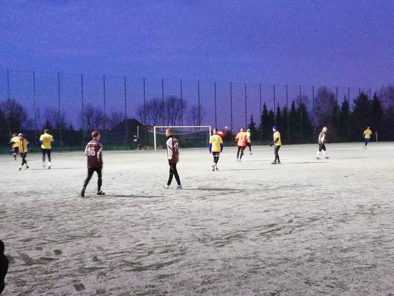 Piłkarze Neptuna Końskie rozegrali mecz kontrolny z Klubem Sportowym Paradyż. Wygrali 6:1 (1:0). Po dwie bramki zdobyli Jan Sroka i Paweł Markowicz,