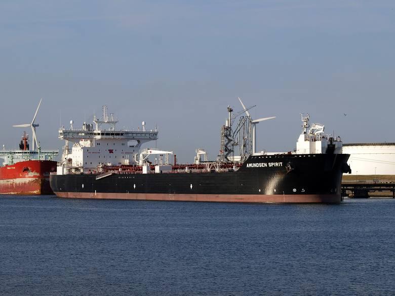 Sanepid szuka osób, z którymi kontaktowali się marynarze zakażeni koronawirusem. Na zdj. tankowiec Amundsen Spirit
