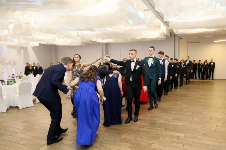 Studniówki 2019. Uczniowie Pallotyńskiego Liceum oraz Liceum im. Kazimierza Wielkiego na swoim balu (WIDEO, ZDJĘCIA)