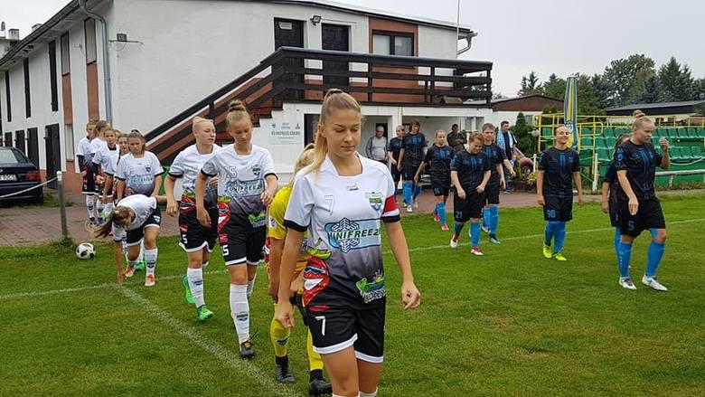 Już w 2. kolejce doszło do derbowego meczu w I lidze kobiet (grupa północna). KKP Bydgoszcz pojechał do Miesiączkowa, gdzie na zespół ze Słowiańskiej