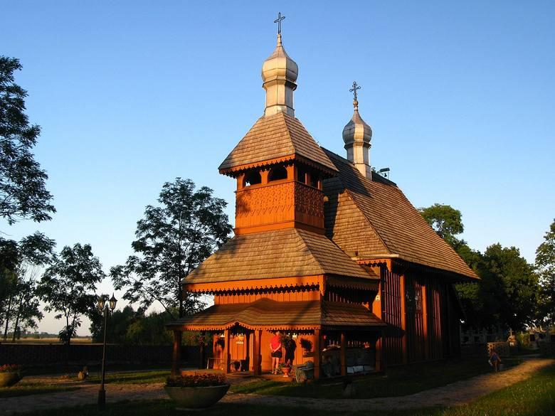 Świątynia zbudowana została staraniem ks. Teodora Bieleckiego w 1706 r. w miejscu cerkwi z 1660 r. jako cerkiew unicka pw. św. Dawida i Romana. Nad drzwiami