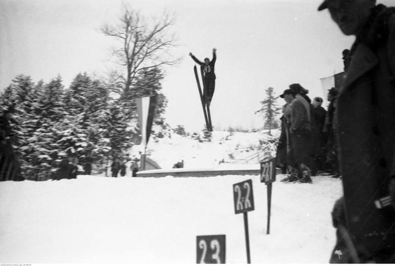 Zawodnik w skoku narciarskim z Wielkiej Skoczni na Krokwi