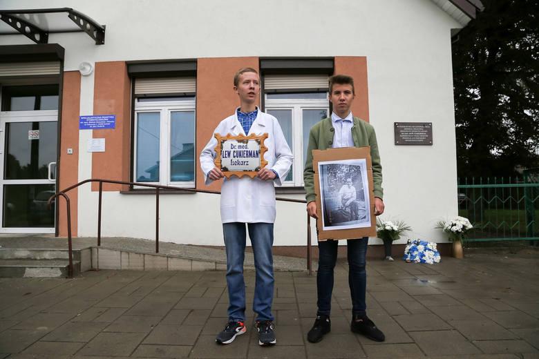 W Gródku odsłoniono tablicę upamiętniającą przedwojennych żydowskich mieszkańców