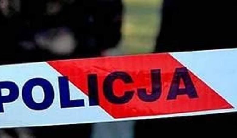 We wtorek, ok. godz. 10, dyżurny KPP w Sępólnie Krajeńskim został powiadomiony o odnalezieniu ciała 60-letniej kobiety w miejscowości Dziedno (gm. Sośno).Aby