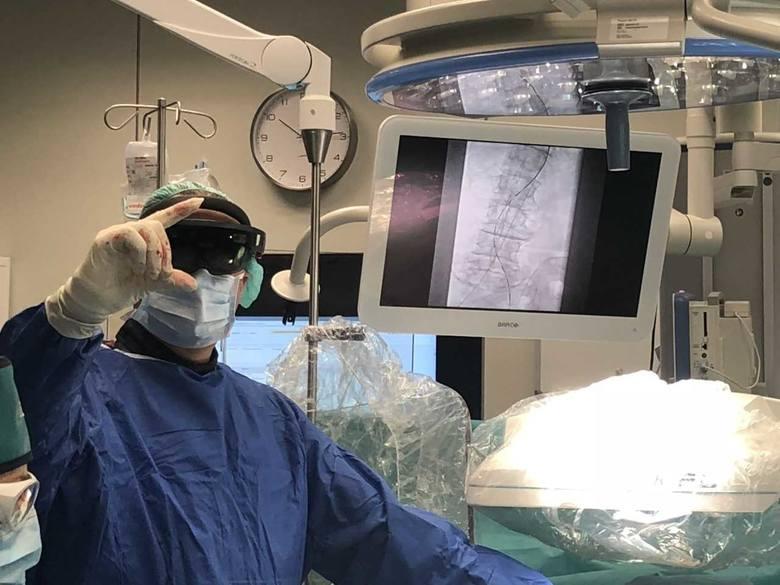 Pomorzany: Hologram na sali operacyjnej. Chirurg oglądał organy pacjenta w powietrzu [WIDEO]
