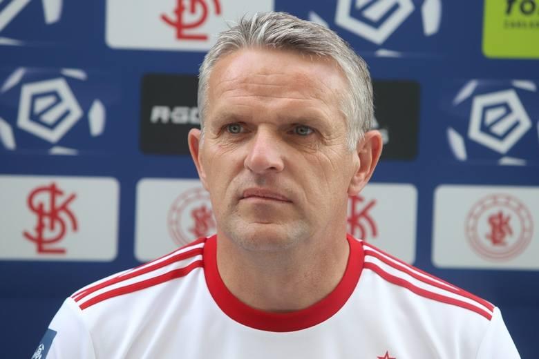 Z  Kazimierzem Moskalem, trenerem piłkarzy ŁKS Łódź, beniaminka ekstraklasy, rozmawiamy o prowadzonej przez niego drużynie oraz najbliższym sezonie.Czytaj