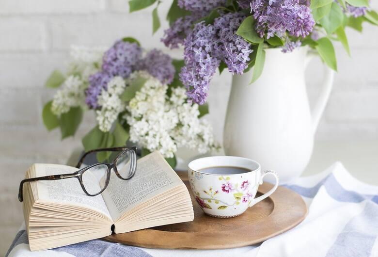 Redukuje poziom cholesteroluZielona herbata ma szczególne właściwości zdrowotne. Picie zielonej herbaty zmniejsza poziom cholesterolu.