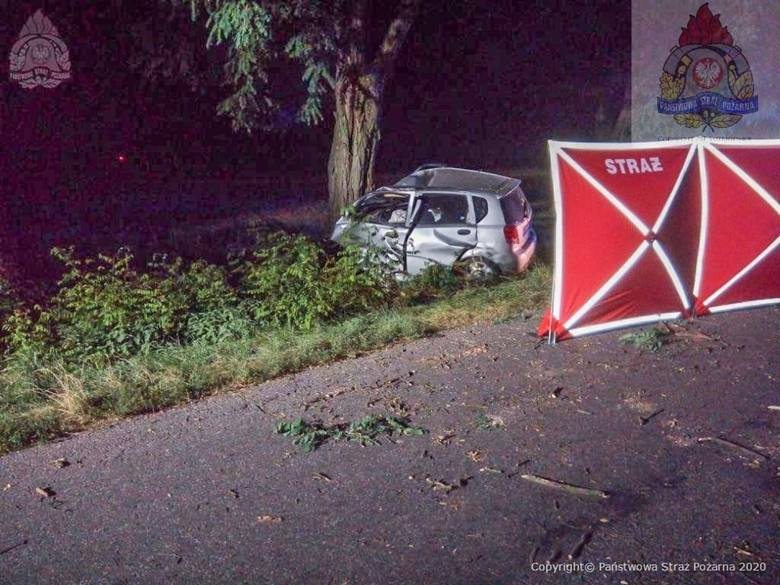 Kilkanaście minut po północy Komenda Miejska Państwowej Straży Pożarnej w Skierniewicach otrzymała zgłoszenie z Centrum Powiadamiania Ratunkowego o samochodzie