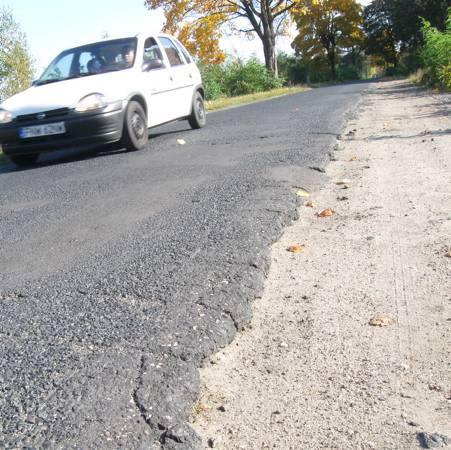 Zdaniem naszego czytelnika tej jesieni droga do Studzieńca będzie o pięć centymetrów węższa