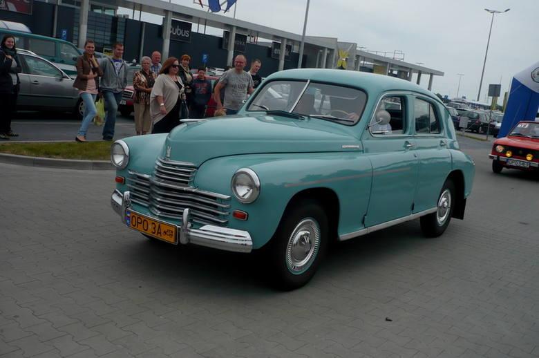 Warszawy, fiaty 125 i 126, a nawet czarną wołgę można było zobaczyć na zlocie pojazdów z PRL-u, który odbył się 3 czerwca w Opolu.