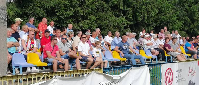 W ciekawych czwartoligowych derbach powiatu koneckiego Neptun wygrał z Partyzantem Radoszyce 1:0. Zwycięską bramkę zdobył Karol Armata w 71 minucie meczu.