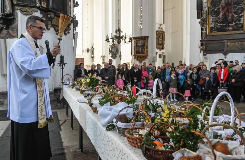 Są kościoły w Polsce, w których święconka będzie, ale święcenie pokarmów może odbywać się na wolnym powietrzu, przed świątynią. Zwłaszcza, że pogoda,