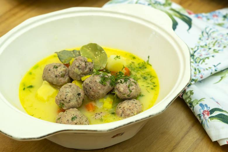 Wiosenna zupa z klopsikami z białej kiełbasy Prosiaczek