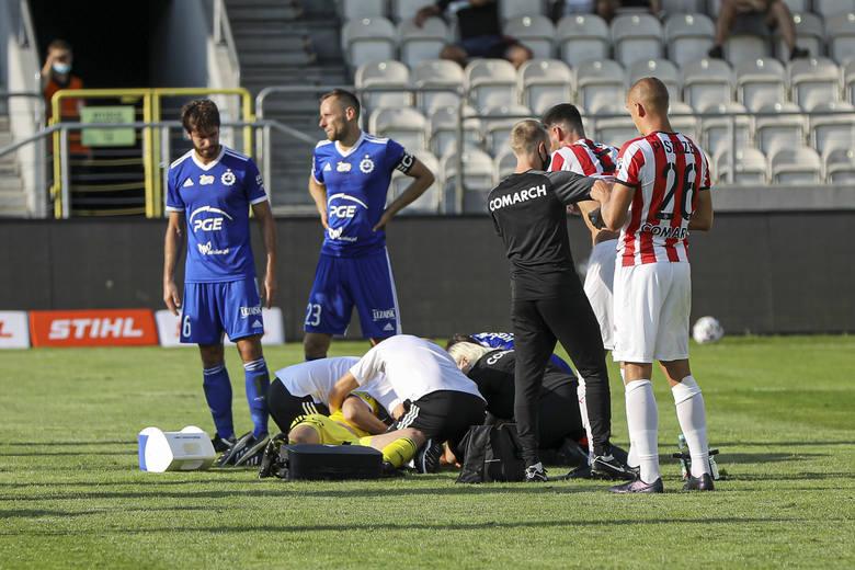 Rafał strączek, bramkarz Stali ucierpiał w starciu