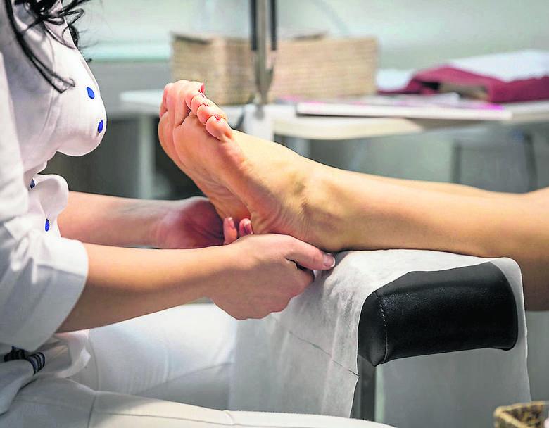 Wiele problemów ze zdrowiem mogą powodować... stopy