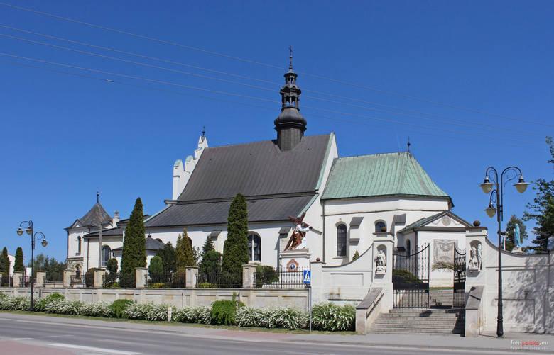 Od poniedziałku, 20 kwietnia, podczas mszy świętych i nabożeństw w kościołach może przebywać jedna osoba na 15 m2. Dotyczy to również diecezji kieleckiej.