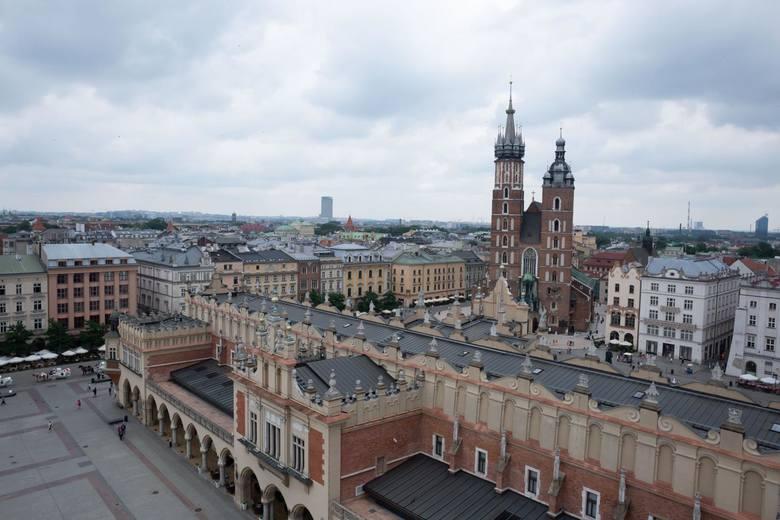 Wieża ratuszowa jest oddziałem Muzeum Krakowa.Zwiedzanie:Godziny otwarcia:poniedziałek: 11.00 - 15.00wtorek - czwartek: 11.00 - 18.00piątek - niedziela: